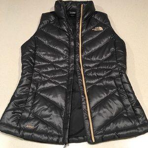 NWOT The North Face Black Zipper Puffer Vest